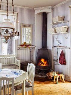 Een mooie oude tafel als wasmeubel. Gezellige woonkamer. Wat een heerlijke knusse hoek. Gezelligheid in de keuken. ...