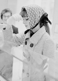 la vie en rose — Audrey Hepburn photographed by Elio Sorci in Rome,. Pink Outfits, Fashion Outfits, Fashion Trends, Modest Fashion, Fashion Inspiration, Fashion Design, Audrey Hepburn Style, Petite Fashion Tips, My Fair Lady