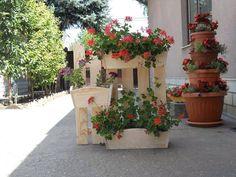 Több, mint 100 praktikus ötlet - MindenegybenBlog Planter Boxes, Planters, Lawn And Garden, Outdoor, Gardening, Garden Ideas, Outdoors, Window Boxes, Plant