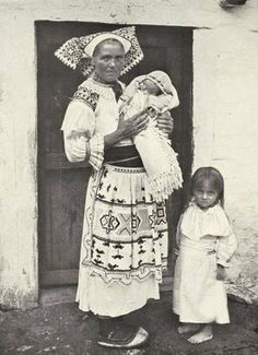 Čičmany (Horné Považie) Slovak Ethnic Outfits, Ethnic Clothes, Folk Costume, Costumes, Native Country, Heart Of Europe, Eastern Europe, Baby Wearing, Traditional Outfits