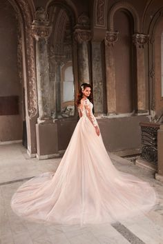 Rochie de mireasa printesa, cu broderie manuala. Trena detasabila si manecile din tulle nude, cu efect de tatuaj, fac aceasta rochie de mireasa o alegere clasica insa in acelasi timp plina de farmec si romantism. Wedding Dresses, Nostalgia, Fashion, Embroidery, Bride Dresses, Moda, Bridal Gowns, Alon Livne Wedding Dresses, Fashion Styles