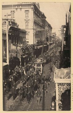 """Procession of Confederate President Jefferson Davis Coffin in horse-drawn wagon as the """"funeral procession for Jefferson Davis winds through the French Quarter in New Orleans on December American Civil War, American History, Old Pictures, Old Photos, Vintage Photos, Mardi Gras, New Orleans History, Louisiana History, Jefferson Davis"""
