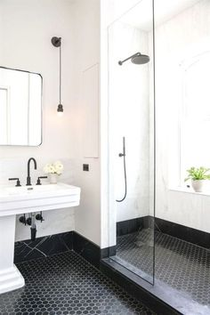 Elizabeth Roberts spatters a Brooklyn family home with sunlight minimal bathroom inspiration - Marble Bathroom Dreams Bad Inspiration, Bathroom Inspiration, Budget Bathroom, Bathroom Renovations, Minimal Bathroom, Simple Bathroom, Wet Rooms, Bathroom Interior Design, Bathroom Flooring