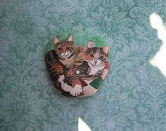 Mama-Baby-Cat-Kitten-Cuddle-Hand-Painted-Pet-Rock-Stone-Original-Collectible...Great 3-D effect!!