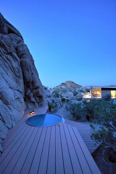 This prefabricated home has been designed as a collaborative effort between prefab developer Blue Sky Homes and Architecture, located in the Mojave Desert region north of Palm Springs, California. Prefabricated Houses, Prefab Homes, Eco Homes, Green Architecture, Architecture Design, Palm Springs, Sunken Hot Tub, Beautiful Homes, Beautiful Places
