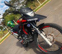 A imagem pode conter: motocicleta e atividades ao ar livre Cbr, Motorcycle, Vehicles, Moon Pictures, Old Motorcycles, Super Bikes, Motorcycles, Custom Bikes, Car