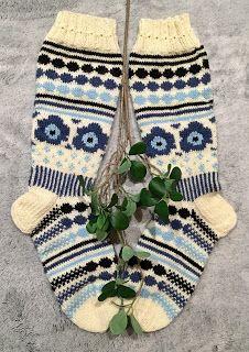 Cool Socks, Awesome Socks, Marimekko, Diy Projects To Try, Knitting Socks, Knitting Patterns, Fashion, Knit Socks, Moda