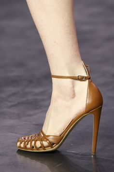 Altuzarra Spring 2015 Ready-to-Wear Collection Photos - Vogue Fab Shoes, Pretty Shoes, Dream Shoes, Beautiful Shoes, Me Too Shoes, Beautiful Gorgeous, Pumps Heels, Shoes Sandals, High Heels