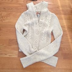Cropped Mudd cable knit sweater with hood. Cream. Cable knit sweater. Cropped length. *reposh Mudd Sweaters Cardigans