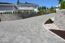 Slik får du drømmegårdsplassen i stein - Byggmakker Sidewalk, Cottage, Cabin, Patio, Side Walkway, Cottages, Cabins, Walkway, Wooden Houses