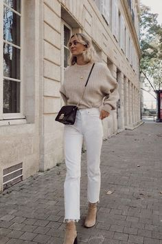 Autumn outfit, winter outfit, knitwear, jumper, sweater, neutral, nude, boots, white, denim, streetstyle Chic Winter Outfits, Casual Fall Outfits, Spring Outfits, Trendy Outfits, Autumn Outfits Women, Autumn Dresses, Spring Clothes, Beige Outfit, Neutral Outfit