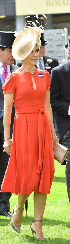 femail article duchess cambridge stuns scarlet joins william helpline london
