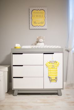 Evan Lucas baby nursery :) Colors: Gray, yellow & white Paint// Gray: Olympic One Interior Semi-Gloss Secret Passage Latex-Base Paint and Primer in One White: Plain flat enamel white Crib & Changing table from babyLetto Hudson collection Light - Ikea. Grey Yellow Nursery, Baby Yellow, Nursery Neutral, Pink Blue, Changing Dresser, Baby Bedroom, Baby Room Decor, Kids Bedroom, Project Nursery