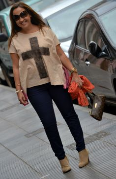 Camiseta: Just-R (s/s 13)  Pantalón: H  Botines: Zara (a/w 12-13)  Foulard: Zara (old)  Bolso: Louis Vuitton  Gafas de sol: Dolce & Gabbana  Pulseras: Lowlita & you  Reloj: KIBOE!