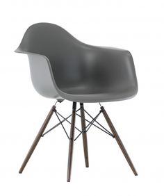 Vitra Eames Plastic Armchair DAW Ahorn dunkel Charles+Ray Eames - designikonen.de   OnlineShop fuer Designer-Moebel   stilwerk hamburg