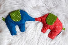 Elefanten Kirschkernkissen, oder Dinkelkissen, oder Zirbenspänekissen, oder Lavendelkissen. Perfektes Babygeschenk Baby Kind, Dinosaur Stuffed Animal, Monster, Toys, Animals, Easter Bunny, Baby Favors, Elephants, Sewing For Kids