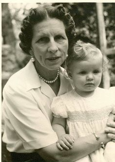 HM Queen Mother Elena of Romania (mother of HM King Michael I) with her granddaughter HRH Margareta (today Crown Princess of Romania) — Majestatea Sa Regina-mamă Elena a României (mama MS Regelui Mihai) cu nepoata sa, ASR Principesa Margareta (azi. Romanian Royal Family, Greek Royal Family, Michael I Of Romania, King George I, Greek Royalty, Queen Victoria Family, Christian Ix, Ernesto Che, Grand Duchess Olga