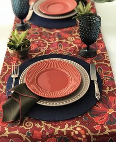 Decoration Evenementielle, Love Decorations, Dinner Sets, Dinner Table, Ramadan Crafts, Table Setting Inspiration, Beautiful Table Settings, Table Set Up, Halloween Home Decor