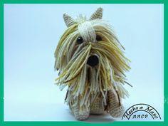 Encontré este perrito en una web CROCHET PARFAIT y desde que lo ví me encantó, tiene un tutorial muy bien explicado http://crochetparf...