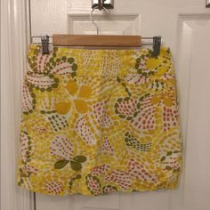 Jcrew linen bright summer mini skirt This cute bright yellow summer skirt is perfect for the summer. Such a happy print. The skirt is lined and is a very solid quality linen. J. Crew Skirts Mini