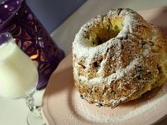 Illatos, édes, nagyon mutatós, és tele van meglepetéssel. Tökéletes hétvégi reggeli, kellemes desszert, és meggyőző megjelenése miatt gasztro ajándéknak is bátran … Bagel, Muffin, Bread, Food, Pound Cakes, Christmas, Xmas, Weihnachten, Muffins