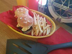 Cool Kids, Hamburger, Ethnic Recipes, Fun, Hamburgers, Burgers, Funny, Hilarious