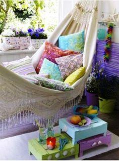 VERÃO DOCE   As candy colors adoçam a decoração de verão com suavidade e trazem um ar de frescor para o ambiente. Abuse das almofadas com estampas miúdas. #inspiracao #decoracao #verao #DIY #ficaadica #SpenglerDecor