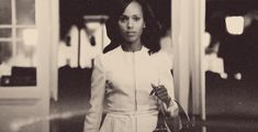 When she turns every sidewalk into a runway because there are LEVELS to this shit. | 27 Times Olivia Pope Looked So Ridiculously Perfect And Beautiful And Perfect