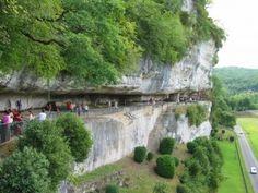#LaRoqueSaintChristophe : een rots met rotswoningen uit de prehistorie in de #Aquitaine! Kijk voor meer informatie over deze, en andere bezienswaardigheden in Zuid-Frankrijk op www.zonnigzuidfrankrijk.nl !