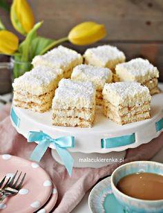 Krispie Treats, Rice Krispies, Vanilla Cake, Baking, Recipes, Food, Polish, Raffaello, Vitreous Enamel
