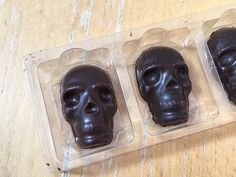 Compartes #chocolate Russian Skull set: Nice base (~60%) with really punchy flavors. Each one is a surprise!