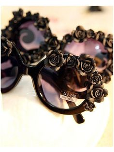 Black DIY Sunglasses With Flowers... I'd rather just buy them already made haha