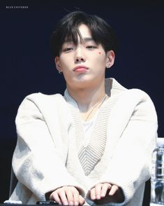 Why you poutin'? K Pop, Ikon Kpop, Yg Ikon, Ikon Member, Kim Jinhwan, Jay Song, Ikon Debut, Ikon Wallpaper, Hip Hop
