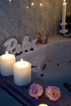 Wie Ihr Mit Kerzen Und Verschiedenen Accessoires Aus Eurem Badezimmer Eine  Richtige Wohlfühloase Schafft, Zeige
