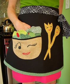 Such a Cute Retro Apron with Winking Face Retro Apron, Aprons Vintage, Retro Vintage, Sewing Crafts, Sewing Projects, Apron Designs, Cute Aprons, Sewing Aprons, Needlework