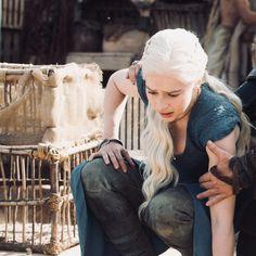 The Mother Of Dragons, Emilia Clarke Daenerys Targaryen, Game Of Trones, Khaleesi, The Gathering, The Hobbit, Tv Series, Blood, Films