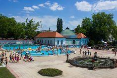 Egri Termálfürdő nyári hangulatban Heart Of Europe, Hungary, Mansions, House Styles, Modern, Thermal Baths, Home, Decor, Trendy Tree