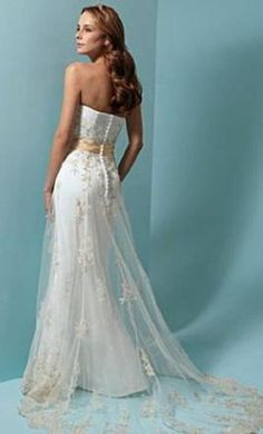 Alfred Angelo 1614: buy this dress for a fraction of the salon price on PreOwnedWeddingDresses.com