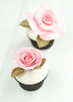 cupcakes con rosas en pasta de azucar