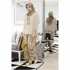 Zaskia Sungkar Batik Kebaya Hijab, Batik Kebaya, Kebaya Muslim, Muslim Dress, Batik Dress, Hijab Dress, Hijab Outfit, Kimono, Kulot Batik