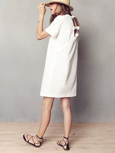 madewell tie-back dress worn with the sightseer lace-up sandal + straw fedora.