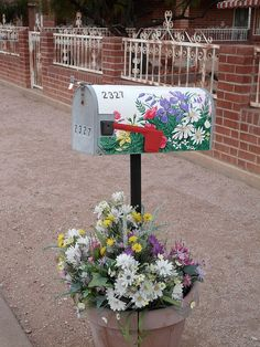 Flowers painted on a mailbox by In the snap, via Flickr