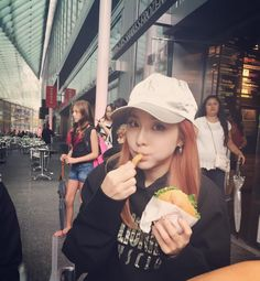Dara's IG: Tourist Dara in NYC #shackshackburger