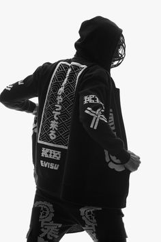 "EVISU x KTZ 2015 Fall/Winter ""Murky Denim Storm"" Capsule Collection: A bold collection inspired by Japanese Kendo traditions. Moda Cyberpunk, Cyberpunk Clothes, Cyberpunk Fashion, Urban Fashion, Mens Fashion, Runway Fashion, Mode Kawaii, Evisu, Streetwear Fashion"