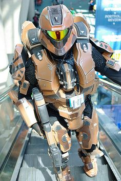 This is the most disgustingly incredible halo cosplay I have seen...