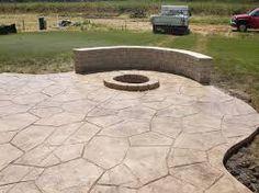 stamped concrete patio w firepit Concrete Patios, Concrete Backyard, Concrete Patio Designs, Cement Patio, Brick Patios, Concrete Projects, Flagstone Patio, Fire Pit Bench, Fire Pit Backyard