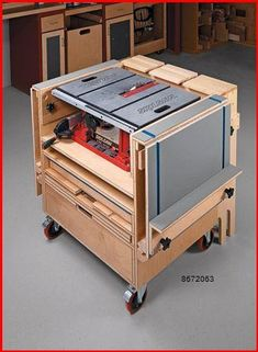 Woodworking Shop Layout, Woodworking Bench Plans, Woodworking Guide, Woodworking Workshop, Easy Woodworking Projects, Woodworking Techniques, Woodworking Furniture, Grizzly Woodworking, Woodworking Organization