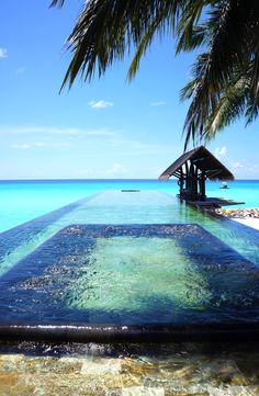 Infinity pool of the One & Only Reethi Rah Hotel, North Malé Atoll, Maldives ✯ ωнιмѕу ѕαη∂у