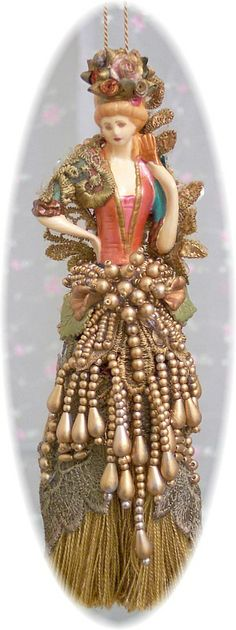 Victorian Tassel Doll Small. Ooooh, ik verzamel deze tassels, is heel moeilijk aan te komen!