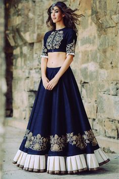 Indian lehenga - Designer Lehenga is considered to be the best for women who believe that saree is not their cup of tea Lehengas are a no hassle outfit that clings to a seductive hem The waistline gives you the sigh Lehenga Choli Designs, Lehenga Choli Online, Designer Bridal Lehenga, Bridal Lehenga Choli, Ghagra Choli, Pakistani Bridal, Designer Lehanga, Lehenga Wedding, Indian Lehenga